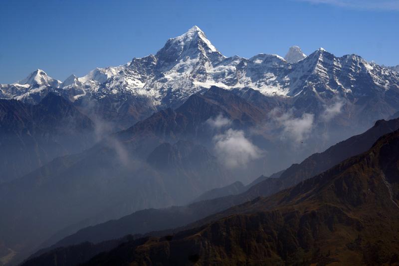 Vista de las montañas del Himalaya, de cuyos yacimientos proviene la sal que forma parte de los ingredientes de este jabón artesanal.