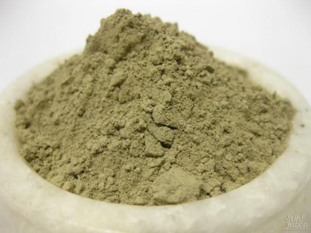 Imagen de arcilla verde en polvo, ingrediente fundamental en nuestros jabones artesanales de arcilla verde.