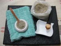 Preparamos los ingredientes para la mascarilla casera de arcilla verde.