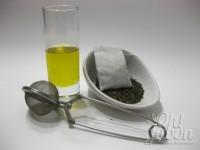 Prepara los ingredientes: aceite de oliva y té o manzanilla.