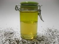 Mezcla el aceite y la infusión y ya tienes listo tu desmaquillador de ojos. ¡No te olvides de agitarlo antes de cada uso!