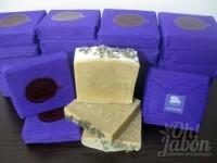 Jabón artesanal de lavanda envuelto como detalle de boda