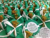 jabón artesanal decorado con flores secas para detalle de boda