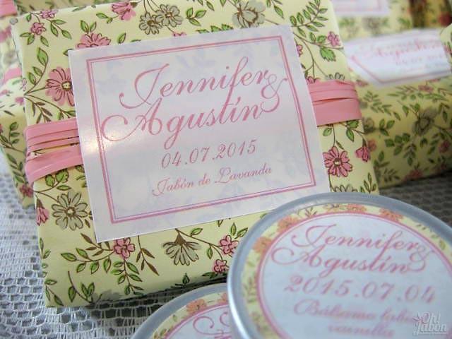 Jabón artesanal y bálsamo labial detalle de boda de Jennifer